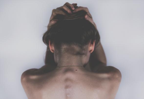 Πως αντιμετωπίζουμε ένα τράβηγμα στους μύες του αυχένα