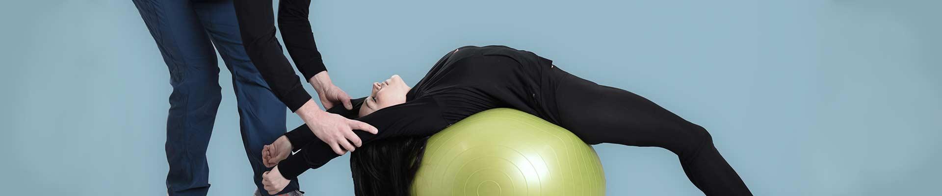 Η άσκηση η οποία στοχεύει στο να θεραπεύσει χρόνιους πόνους, διαφέρει από τη συμβατική άσκηση