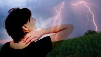 Σχετίζεται η αλλαγή του καιρού με τον πόνο στις αρθρώσεις; – Τι μπορούμε να κάνουμε για να αντισταθμίσουμε το φαινόμενο αυτό;